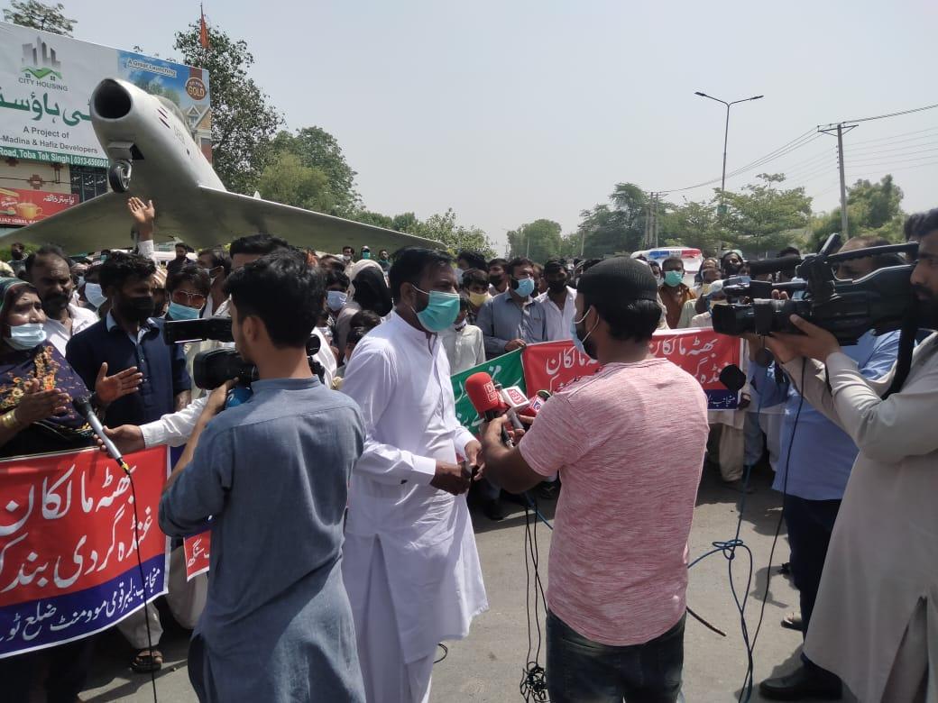 لیبر قومی موومنٹ بٹھہ مزدور تحریک ٹوبہ ٹیک سنگھ شہباز چوک میں سراپہ احتجاج